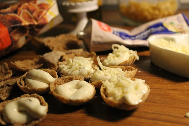 Rågchips fyllda med champinjonost